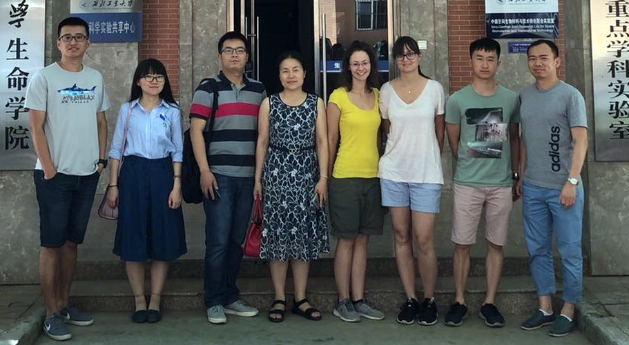 Dr. Ning Cui, Ms Hongfei Qi, Dr. Kai Dong, Prof. Liting Lu (principal investigator at NPU), Svenja Heise, Katharina Schuhladen, Mr Juncen Zhou (PhD student in the FAU Institute for Surface Science and Corrosion), Dr. Qiang Chen (alumnus of the Institute of Biomaterials) in China