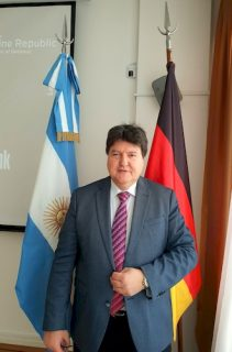 "Towards entry ""Prof. Aldo R. Boccaccini reelected ""Scientific Coordinator"" of the Network of Argentinean Scientists in Germany"""